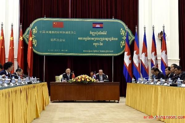 الصين وكمبوديا تتعهدان بزيادة تعزيز العلاقات