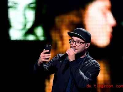 Auch auf der Bühne macht Mark Forster gerne Quatsch. Foto: Soeren Stache/dpa