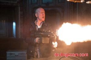 """Feuer frei: John McClane (Bruce Willis) sucht im fünften Teil der """"Die Hard""""-Serie nach seinem Sohn und findet auch in Moskau das passende Umfeld, um seine Fertigkeiten als Actionheld einzusetzen."""