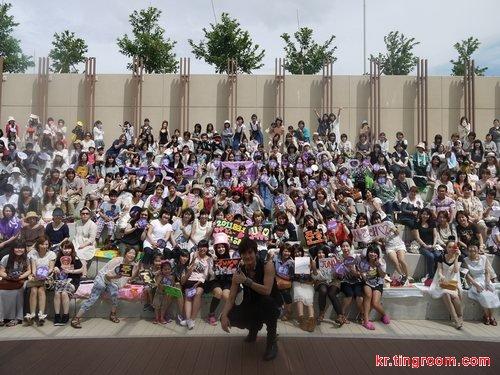 约1000名粉丝到场庆祝俊浩出道