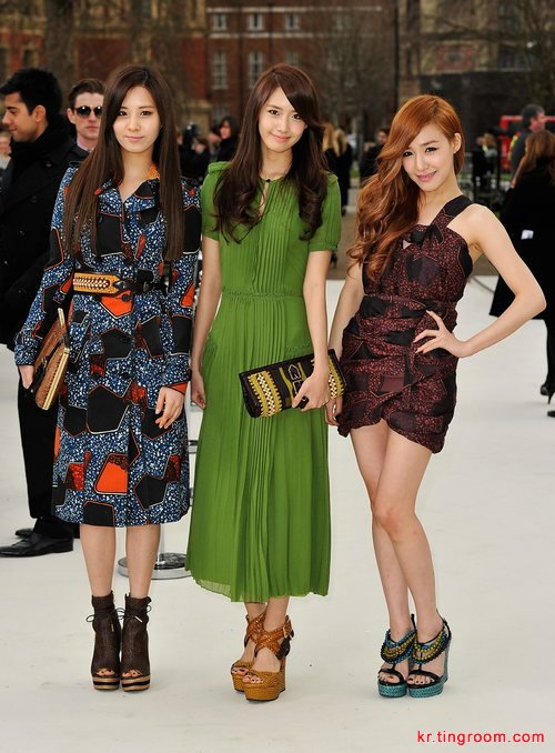 少女时代润娥、徐玄、Tiffany出席某品牌时装秀
