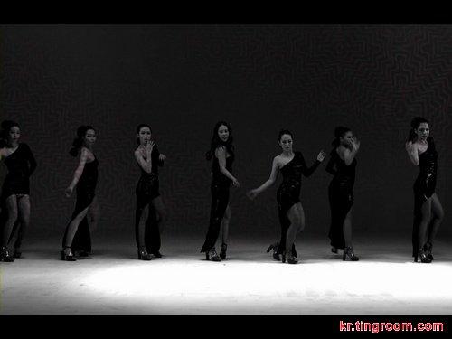 白智英新专辑主打歌《Good Boy》预告MV