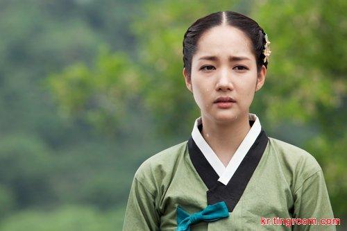 """朴敏英在剧中扮演端雅且内心坚韧的朝鲜时代闺秀""""洪英莱"""""""